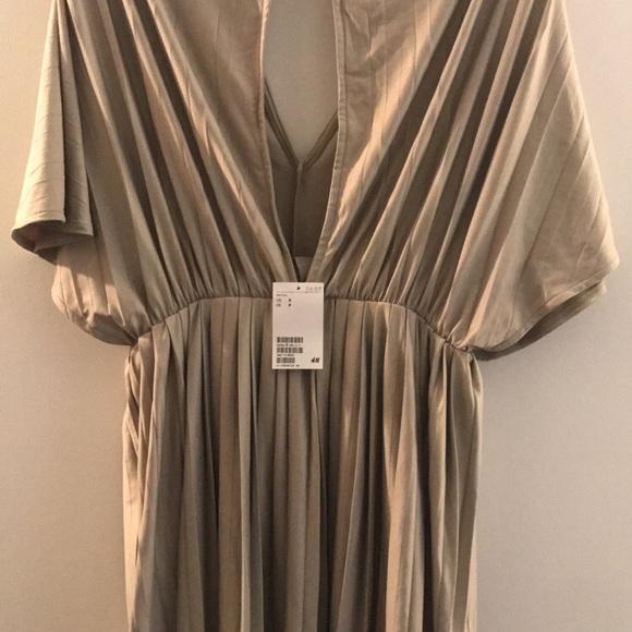 H&M Dresses & Skirts - Pleated dress